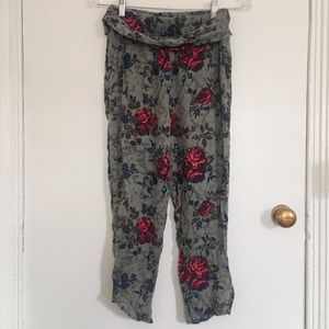 Floral cropped joggers